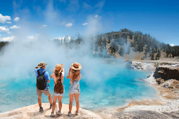 7-Day Yellowstone, Grand Teton & Mt. Rushmore In-Depth Tour From Denver