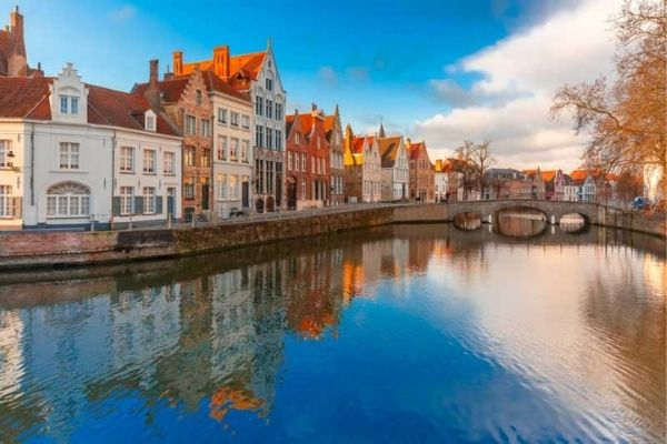 Bruges Day Tour from Paris with Audio Guide